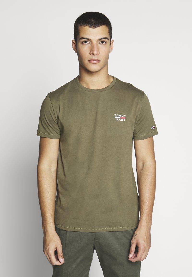 Tommy Jeans - CHEST LOGO TEE - T-shirt z nadrukiem - uniform olive