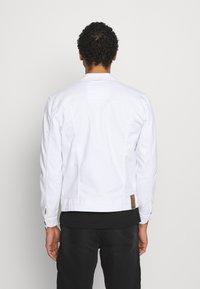 Only & Sons - ONSCOIN LIFE TRUCKER - Denim jacket - white denim - 2