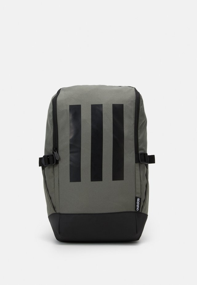 ESSENTIALS 3 STRIPES SPORTS BACKPACK UNISEX - Rucksack - green