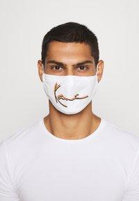 Karl Kani - SIGNATURE FACE MASK - Community mask - white - 3