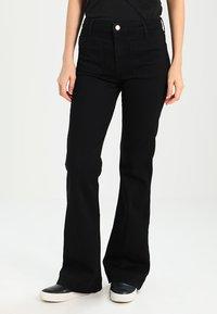 Wrangler - Flared Jeans - retro black - 0
