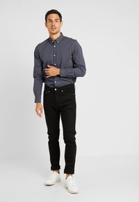 TOM TAILOR - RAY MINI PRINT REGULAR FIT - Skjorta - navy/red/blue - 1