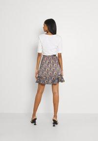 Scotch & Soda - PRINTED WRAP OVER SKIRT - Mini skirt - combo - 2