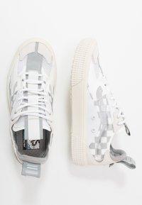 Vans - OVERT CC - Skate shoes - true white/grey - 1