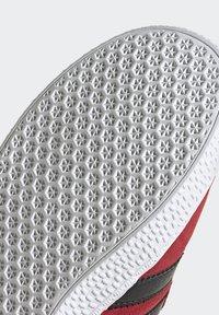 adidas Originals - GAZELLE - Trainers - red - 7