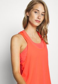Sweaty Betty - DOUBLE TIME 2 IN 1 WORKOUT VEST - Top - fluro flash pink - 3