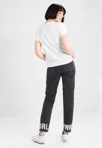 JDY - JDYCATHINKA - Print T-shirt - cloud dancer - 2