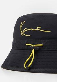 Karl Kani - SIGNATURE BUCKET HAT UNISEX - Hat - black - 2