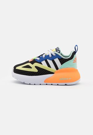 ZX 2K UNISEX - Sneakersy niskie - core black/footwear white/screaming orange