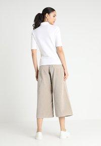 Lacoste - PF7844 - Poloshirt - blanc - 2