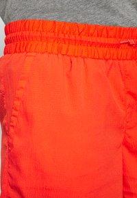 Columbia - WINDGATES - Shorts - bright poppy - 4