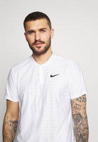 Nike Performance - Triko spotiskem - white/black - 3
