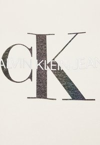 Calvin Klein Jeans - REFLECTIVE MONOGRAM HOODIE - Sweatshirt - white sand - 2