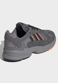 adidas Originals - YUNG-1 SHOES - Sneakers - grey - 4