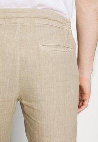 120% Lino - TROUSERS - Trousers - sundune - 3