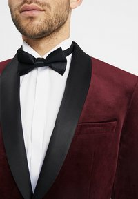 Isaac Dewhirst - FASHION PLAIN JACKET SLIM FIT - Blazer jacket - bordeaux - 5