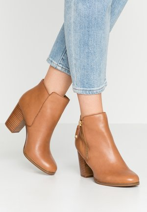 NAEDIA - Ankle boots - cognac