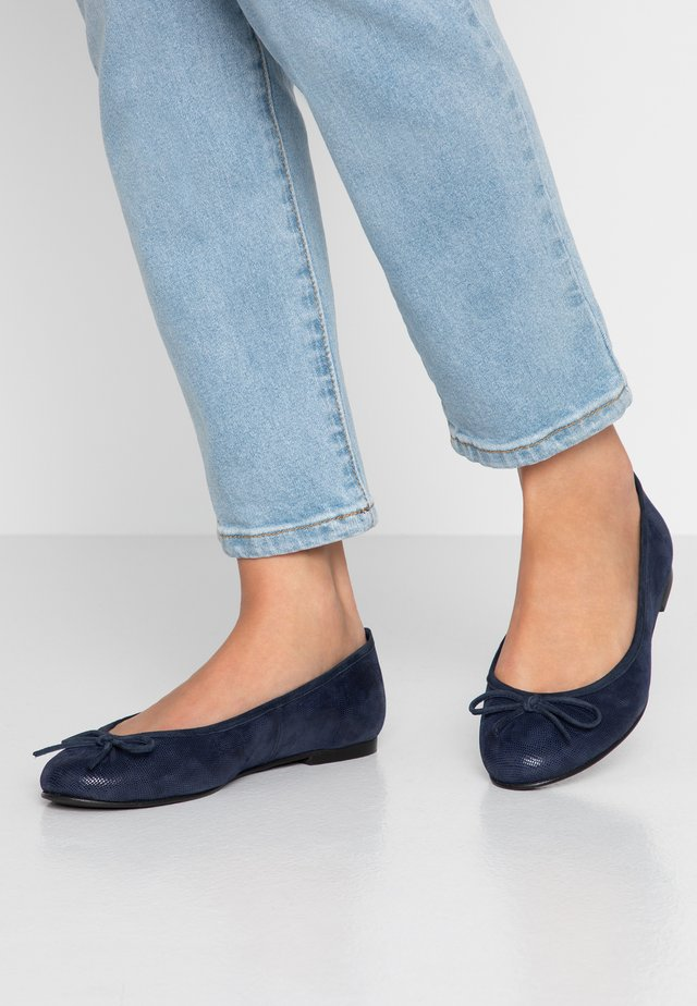 WIDE FIT CARLA - Ballerine - navy