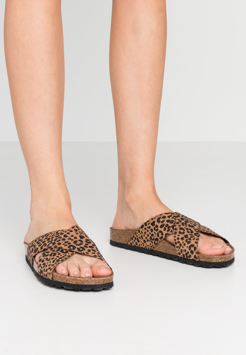 Grand Step Shoes - LOLA - Mules - brown