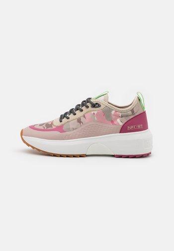CHRISTABEL - Sneakersy niskie - mimetic pink