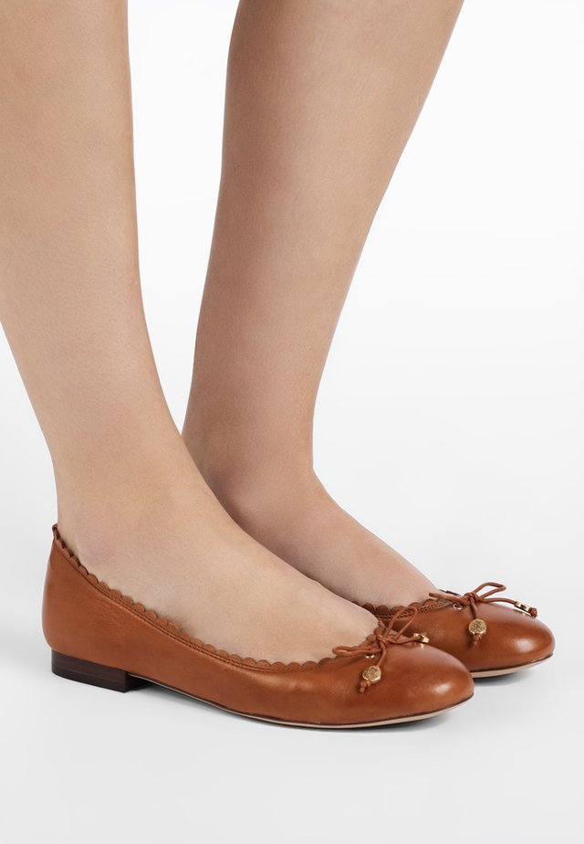 SUPER SOFT GLENNIE - Klassischer  Ballerina - deep saddle tan