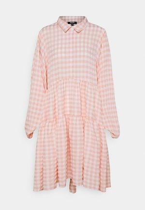 CHECK BALLOON SLEEVE SMOCK DRESS - Skjortekjole - pink