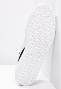 Puma - SUEDE CLASSIC+ - Sneakers - black - 4