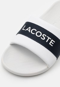Lacoste - CROCO SLIDE - Mules - white/navy - 5