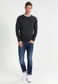 Tommy Hilfiger - C-NECK - Trui - charcoal heather - 1