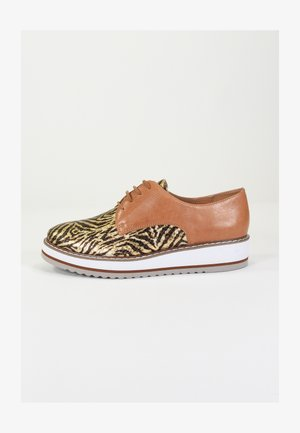 Casual lace-ups - or