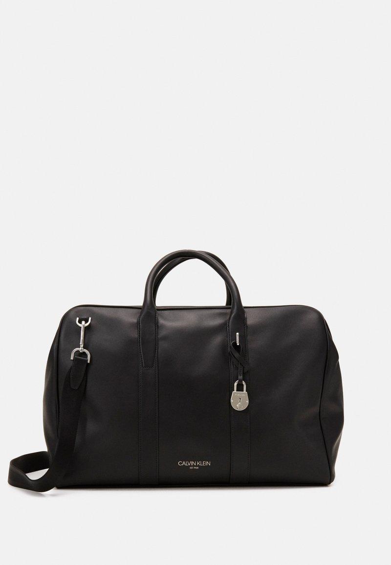 Calvin Klein - WEEKENDER - Sac week-end - black