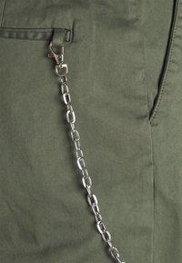 Redefined Rebel - LEE CROPPED PANTS - Broek - thyme - 6