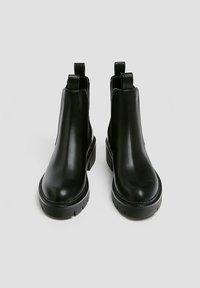 PULL&BEAR - Kotníkové boty na platformě - black - 4