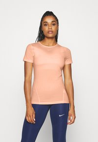 Nike Performance - ALL OVER - Basic T-shirt - washed coral - 0