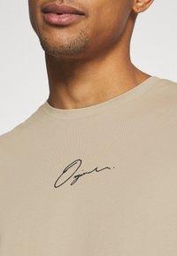 Jack & Jones - JORSCRIPTT TEE CREW NECK - T-Shirt print - crockery - 5