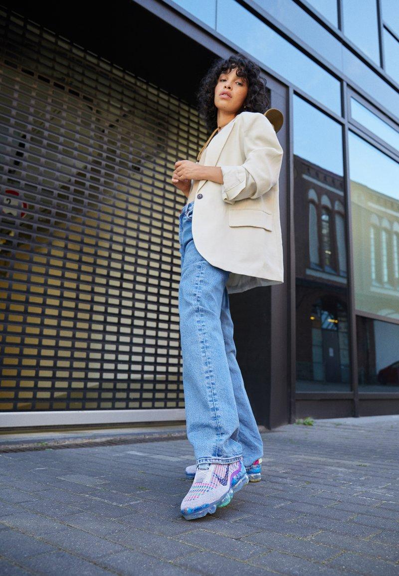 Nike Sportswear - AIR MAX VAPORMAX  - Trainers - pure platinum