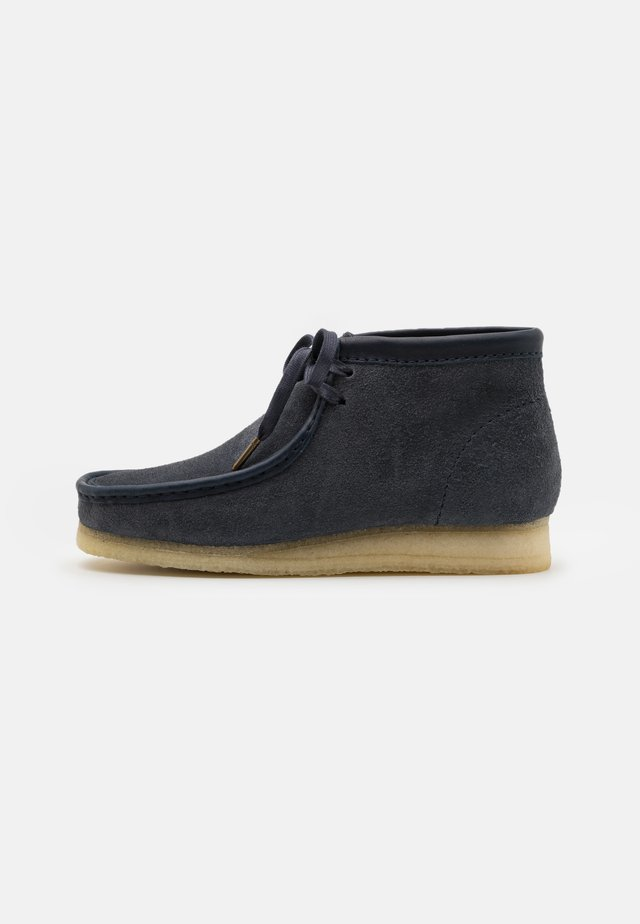 WALLABEE BOOT - Veterboots - navy