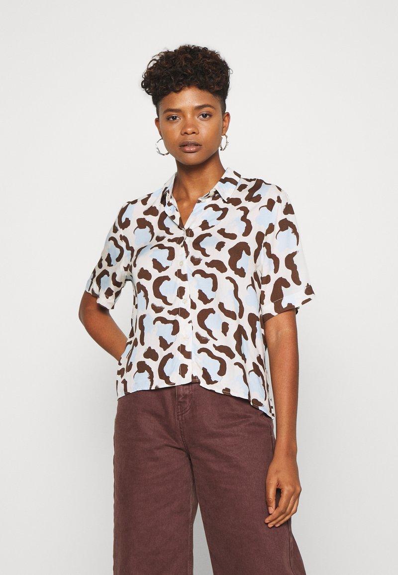 Monki - BITTY BLOUSE - Button-down blouse - offwhite/light blue