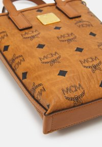 MCM - ESSENTIAL VISETOS ORIGINAL CROSSBODY MINI - Handbag - cognac - 3