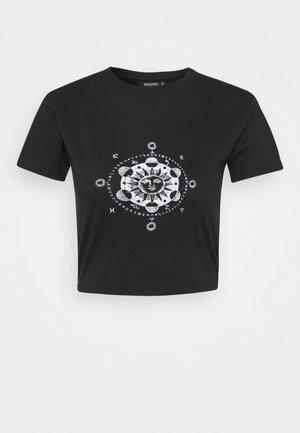 GRAPHIC CROP - Print T-shirt - black