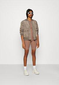 ONLY - ONLNELLA SET - Shorts - burlwood/burlwood - 1