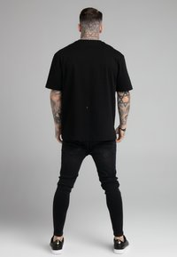 SIKSILK - DROP SHOULDER RELAXED FIT TEE - Basic T-shirt - black/white - 2