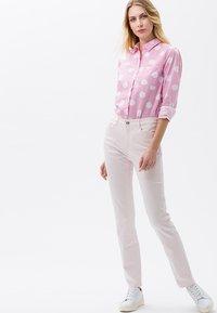 BRAX - MARY SLIM FIT - Straight leg jeans - pink - 1