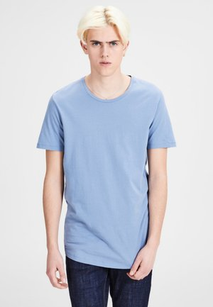JJPRHUGO TEE CREW NECK  - Basic T-shirt - light blue