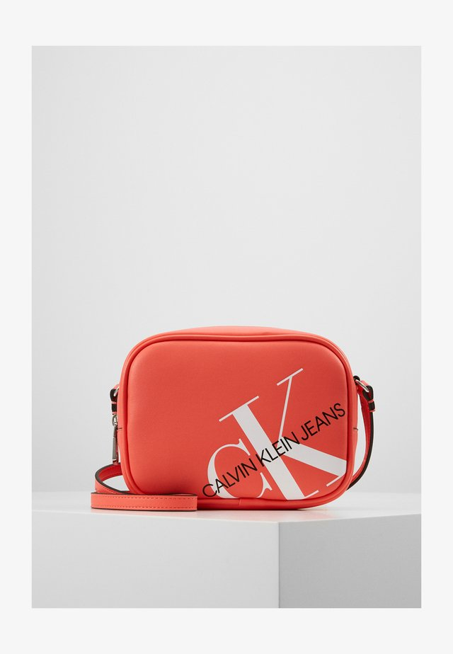CAMERA BAG - Taška spříčným popruhem - orange