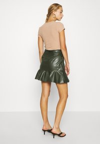 Lost Ink - BELTED FRILL HEM MINI SKIRT - Mini skirt - khaki - 2