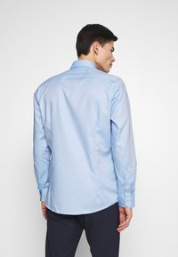 OLYMP Level Five - OLYMP LEVEL 5 BODY FIT  - Formal shirt - bleu - 2