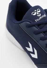 Hummel - AERO TEAM - Indoor football boots - peacoat - 5