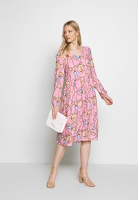 Rich & Royal - DRESS WITH PRINT - Kjole - spring pink - 1