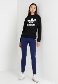 adidas Originals - CREW - Collegepaita - black - 1